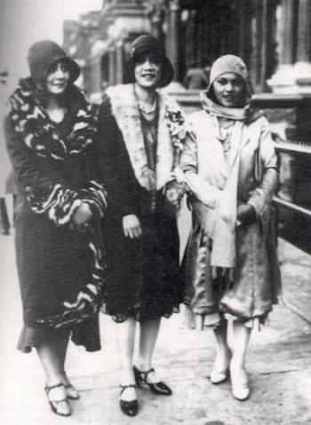 Three African American women in Harlem during the Harlem Renaissance, ca. 1925 (289897)
