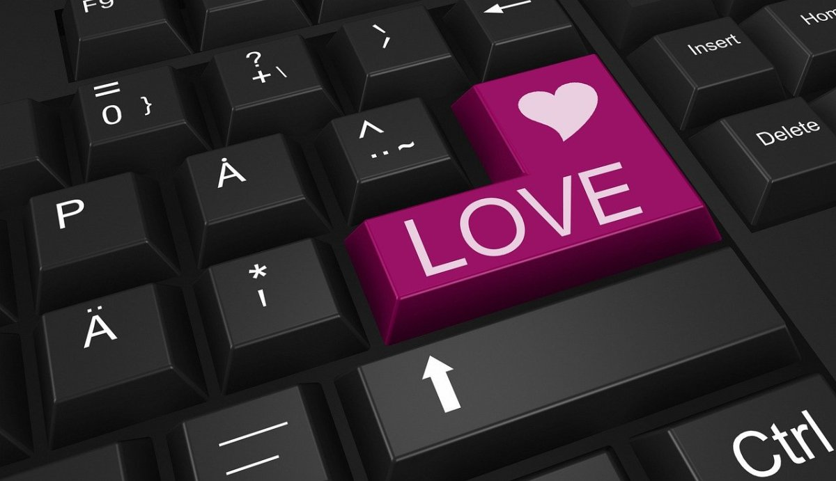 Online dating (290140)