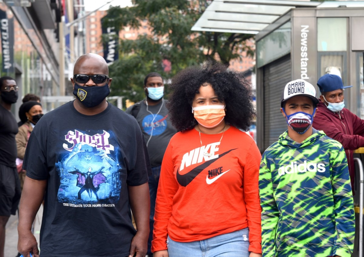 People wearing masks in Harlem to protect from COVID-19 (298162)