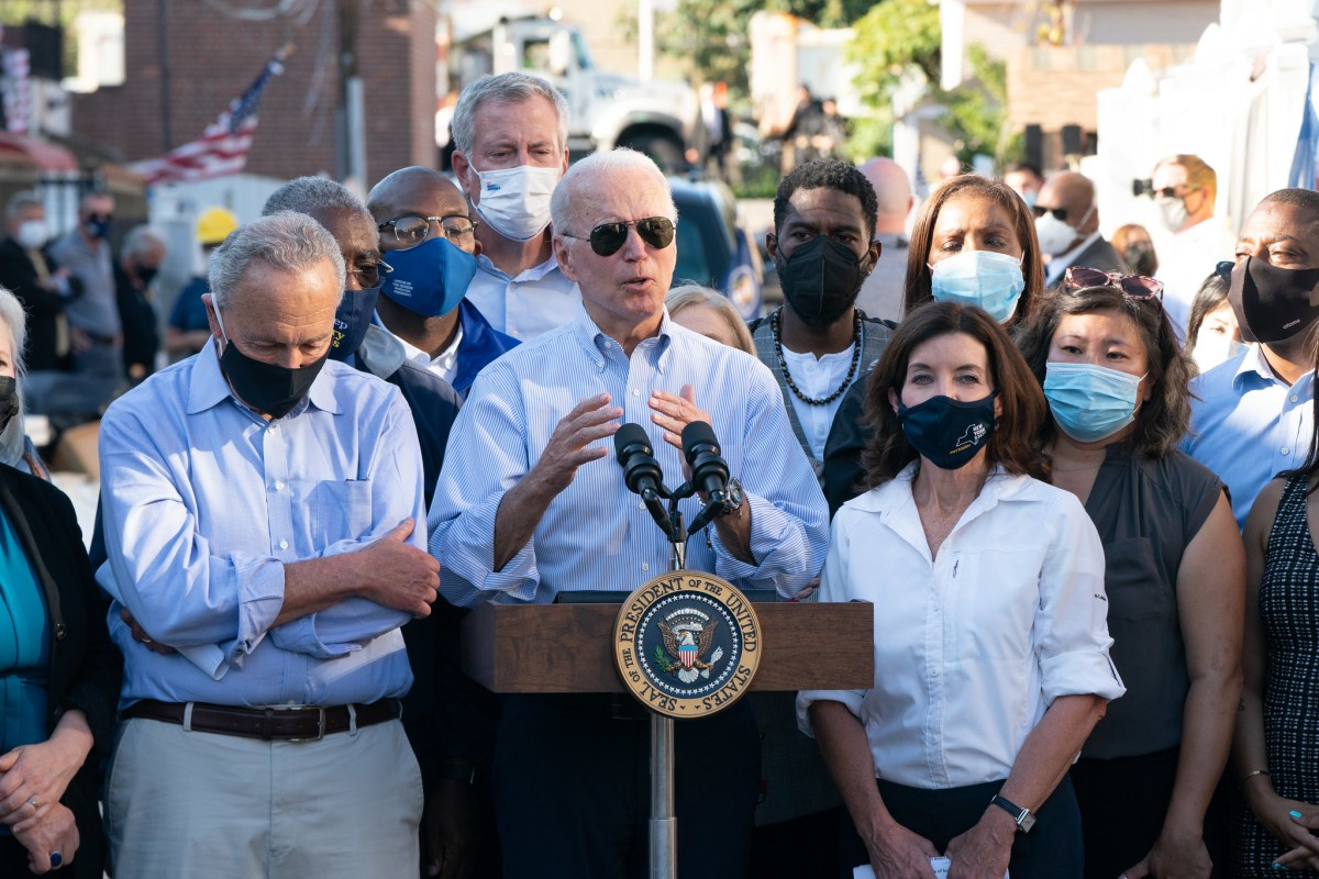Governor Kathy Hochul joins President Joe Biden to visit storm damaged neighborhood in Queens, NY. (308248)