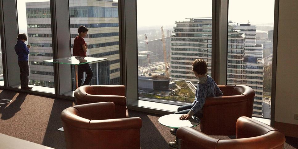 Bazen van nederland staan hun stoel af aan kinderen amsterdam today