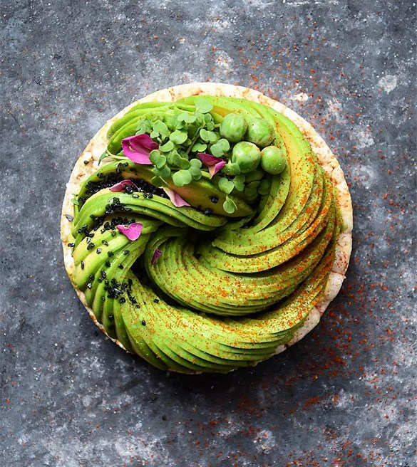 gorgeous-recipes-show-avocado-slices-arranged-in-swirls2