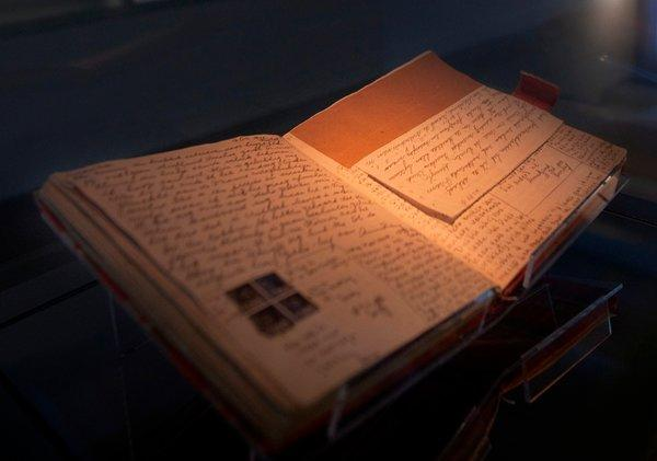ANNEFRANK-articleLarge