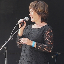 Deborah Henriksson singing