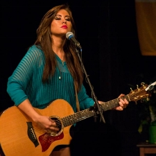 Jessica Meuse performing