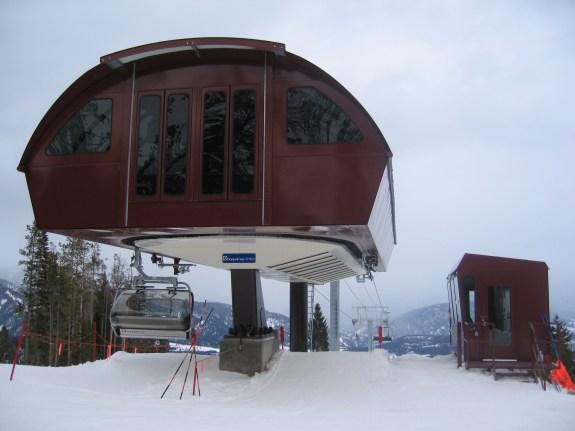 2006-02-20 Doppelmayr CTEC Uni-GS Detachable Chairlift [Crystalmountainskier] [CC BY-SA 3-0]