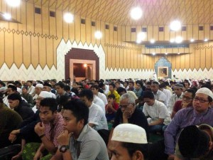 Taraweeh in one of the mosque in Indonesia by Raimy Sofyan  Are you using your time wisely? This is my Ramadan story. What will your's be this year? taraweeh Indonesia RS