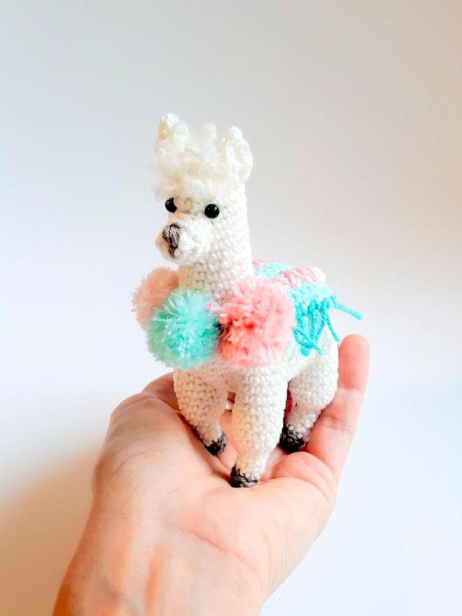 Amigurumi Llama - A Free Crochet Pattern - Grace and Yarn | 880x660