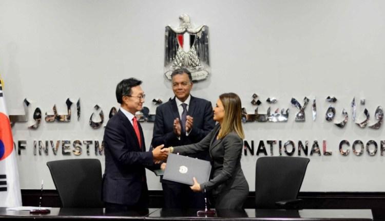 وزير النقل يشهد توقيع اتفاقية مع كوريا لتوريد 32 قطارا للمترو بـ243 مليون يورو