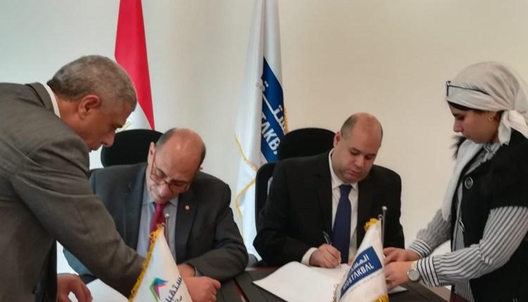 جانب من توقيع شركة المستقبل للتنمية العمرانية عقد مع شركة الخدمات التعليمية المتطورة