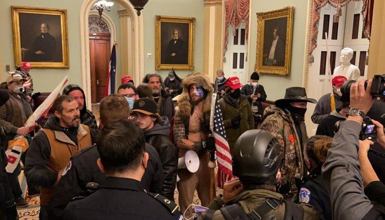 محتجون يقتحمون الكونجرس