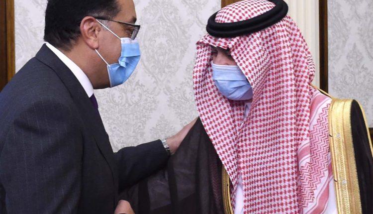 رئيس الوزراء خلال لقاء مع وزير التجارة السعودى