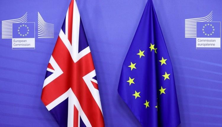 علمي الاتحاد الأوروبي وبريطانيا