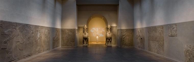 Assyrian_Court_1520 met museum walls