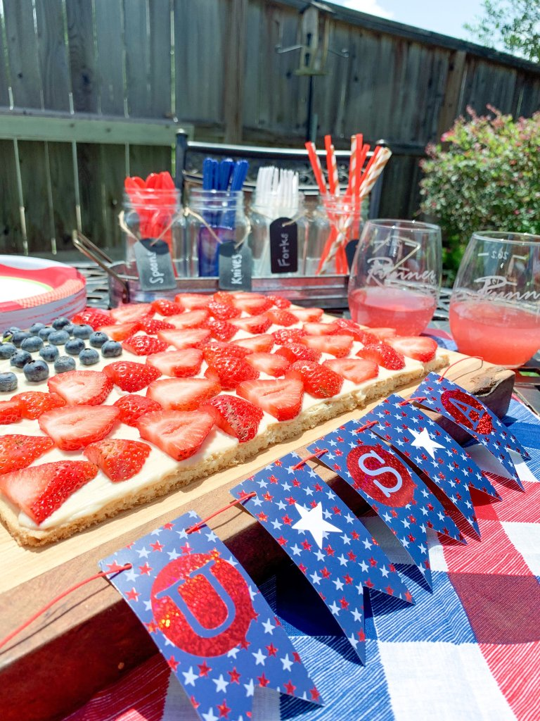 This patriotic cookie pizza is perfect for any 4th of July celebration! The best part is that is delicious for adults and kids. #4thofjulydessert #4thofjulycookiepizza #summerdessert #patrioticpizza