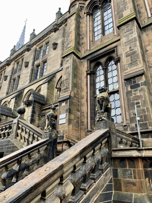 Be sure to walk around the campus of the University of Glasgow. It's like a real live Hogwarts! Just look at the Unicorn and Lion statues sitting upon these railings!