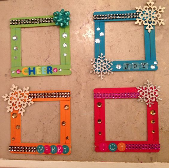 Popsicle stick ornament frames for Christmas! DIY Christmas ornaments for toddlers.