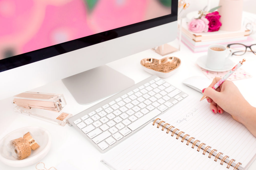 Wondering how to stay motivated as an entrepreneur? Take a look at these business tips from Amy Howard Social - tips for bloggers and entrepreneurs!