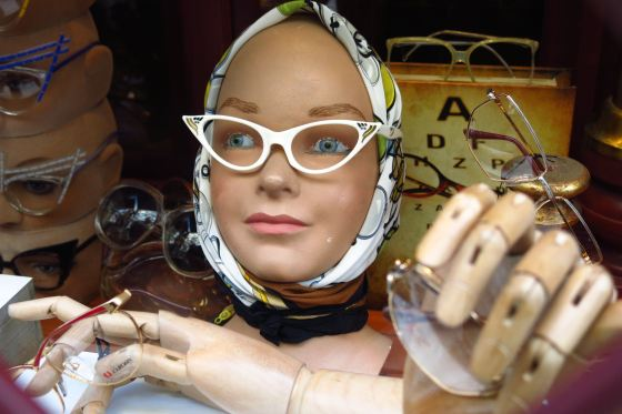 Mannequin head with cats-eye glasses in shop window at Brilmuseum in Amsterdam
