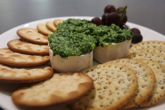 goat's cheese mini-log served with pesto, crackers and grapes