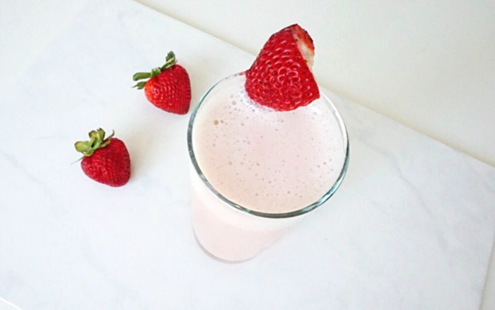 STRAWBERRY PROTEIN SMOOTHIE