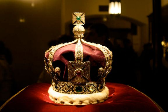 The oh-so-shiny Imperial Crown of India, part of Queen's Elizabeth's Crown Jewels. Flickr photo by Pietro & Silvia.