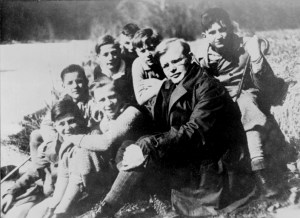 Dietrich Bonhoeffer with seminary students in Germany in 1932. Photo from the German Federal Archive.