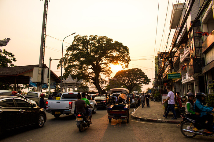 cars-in-laos