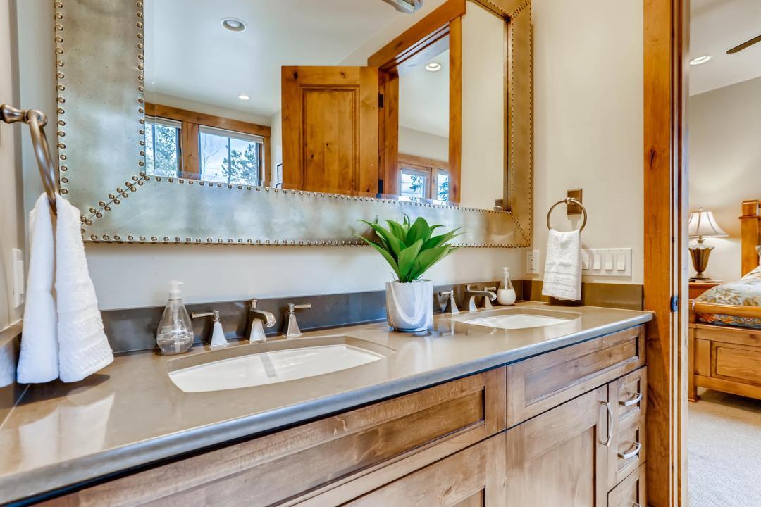 312 Shores Breckenridge Master Bathroom