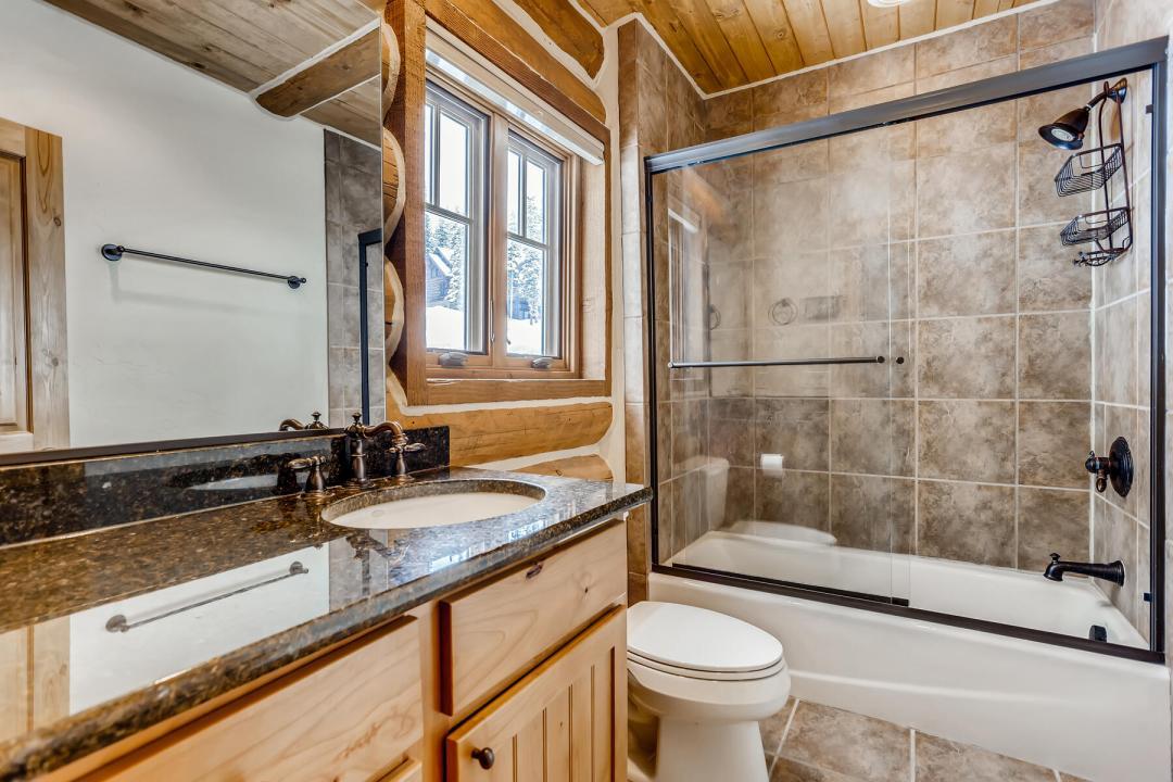 breckenridge real estate master bathroom