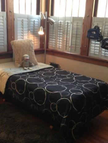 minimalizing teen's room