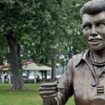 'Scary Lucy' Statue Is Now Part Of A Mall's Haunted House Theme