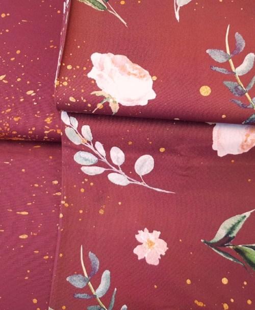 Baumwolle Webware Kim – Blumen und Goldsprenkel bordeaux