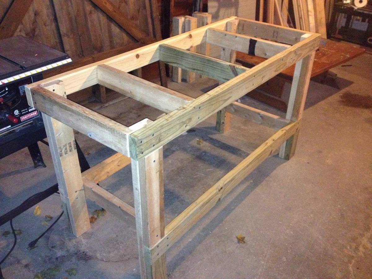 designs a wooden work bench