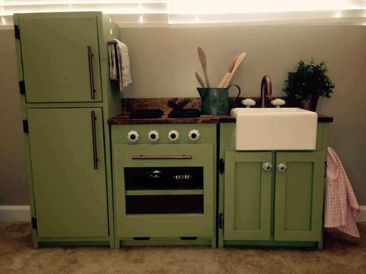Ava's Play Kitchen - DIY Projects