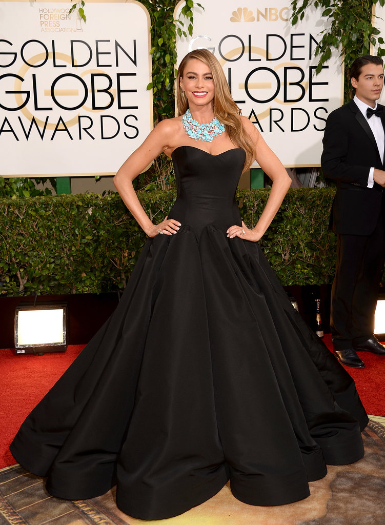 Sofia-Vergara-pumped-up-volume-black-gown-Golden-Globes