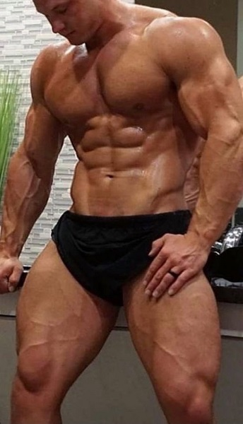 superdrol-vs-anadrol-muscular-man