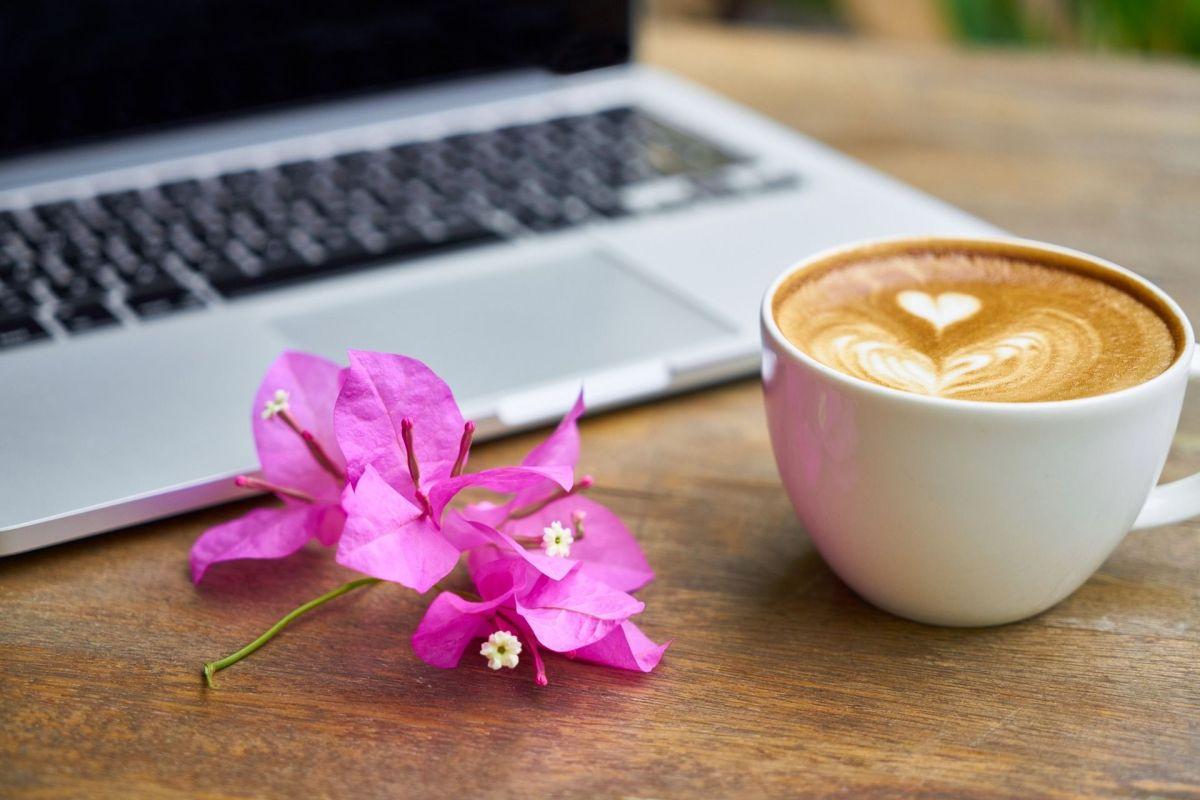Cómo corregir una novela con un café al lado