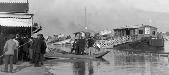 Embarcadère péniche transport passager Paris 1900