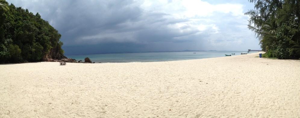 widok plaży przy Captain's Longhouse