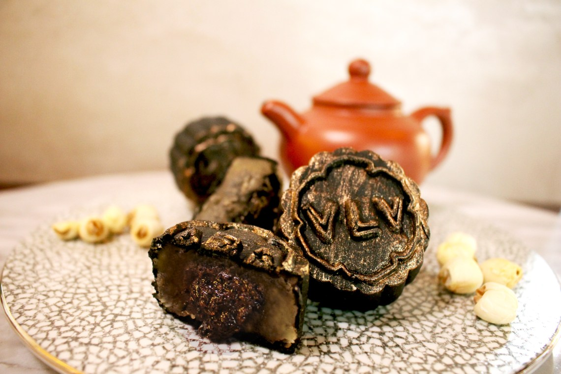"VLV_White Lotus Paste Black Sesame ""Liu Sha"" Mooncake"
