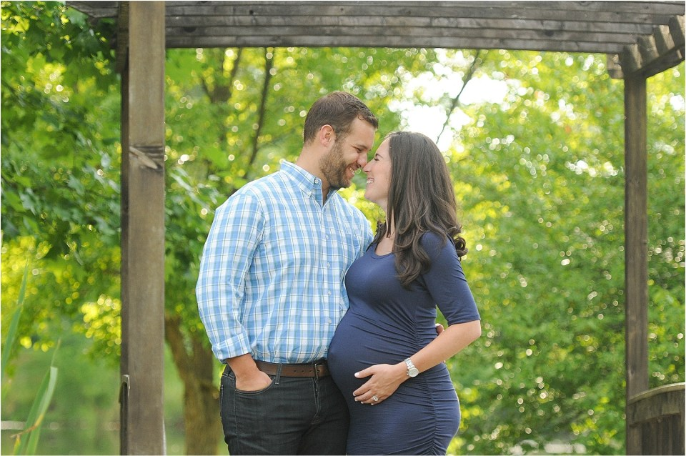 Maternity photos at Meadowlark Botanical Gardens, VA | Ana Isabel Photography11