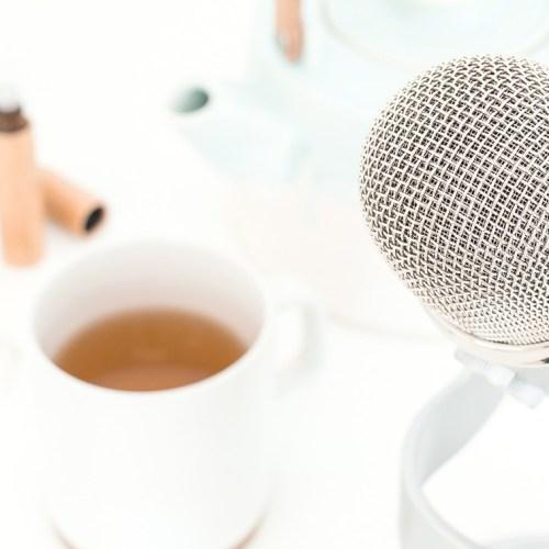 5 podcasts sur l'amour et le sexe à écouter pendant les vacances