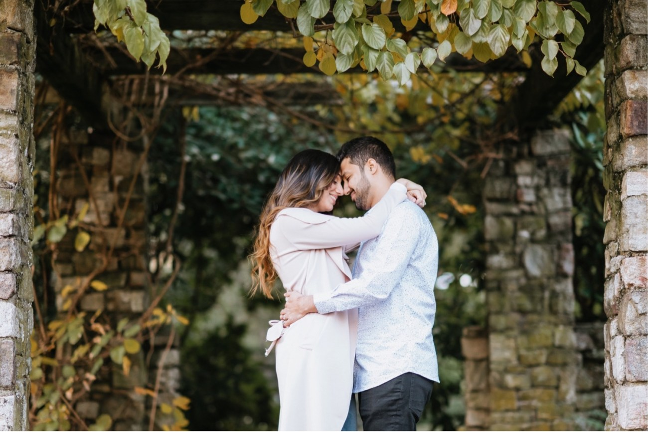 What to wear for your engagement photos, tips to choose the perfect outfits for your engagement photos, Anais Possamai Photography