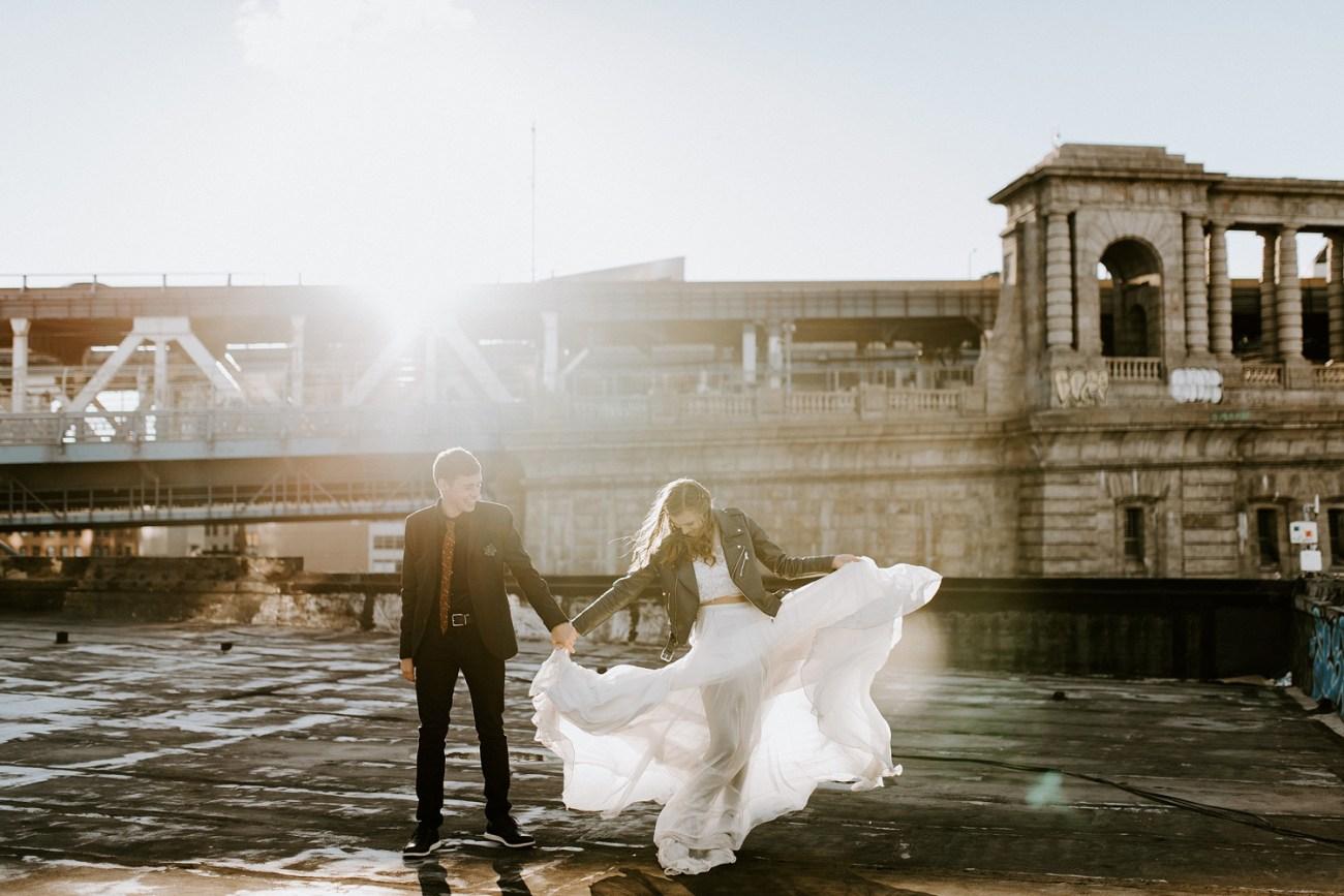 Flowy wedding gown inspiration. Boho wedding dress. Bride wearing a green leather jacket for her elopement. Wedding bouquet inspiration. Brooklyn Rooftop elopement. Anais Possamai Photography, New York wedding photographer