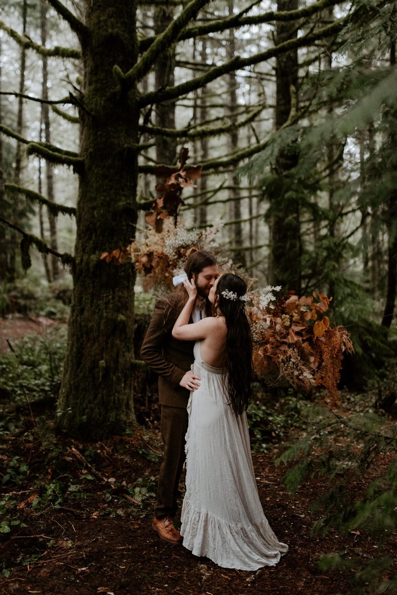 The Woodlands House Sandy Oregon Elopement Portland Elopement Photographer PNW Adventurous Elopement Anais Possamai Photography 018