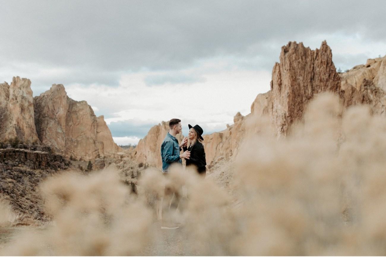 Oregon Smith Rock State Park Couple Session PNW Elopement Photographer Bend Wedding Photographer Portland Wedding Photographer Anais Possamai Photo 021