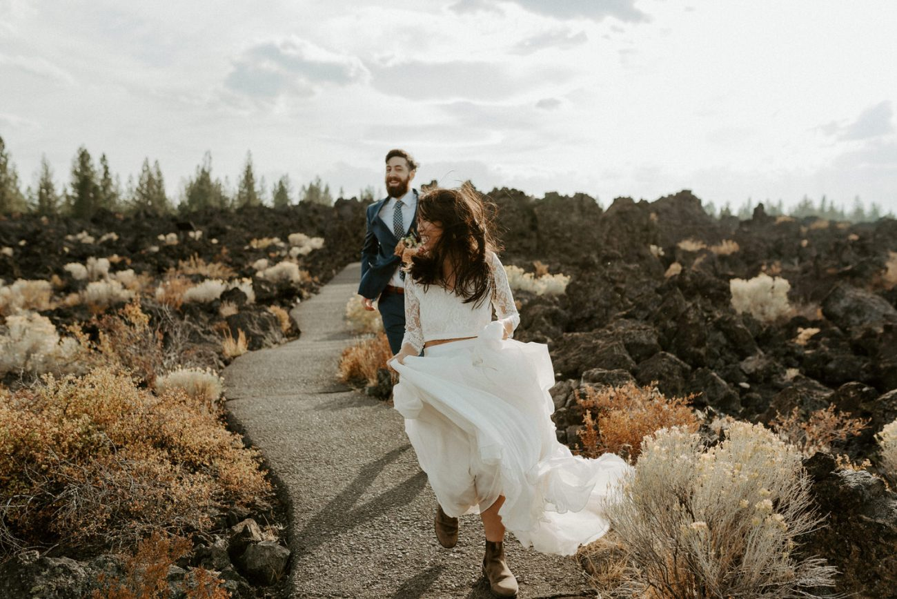 Best Locations To Elope In Oregon Newberry Volcano Paulinas Peek Anais Possamai Photography Bend Elopement Photographer 002