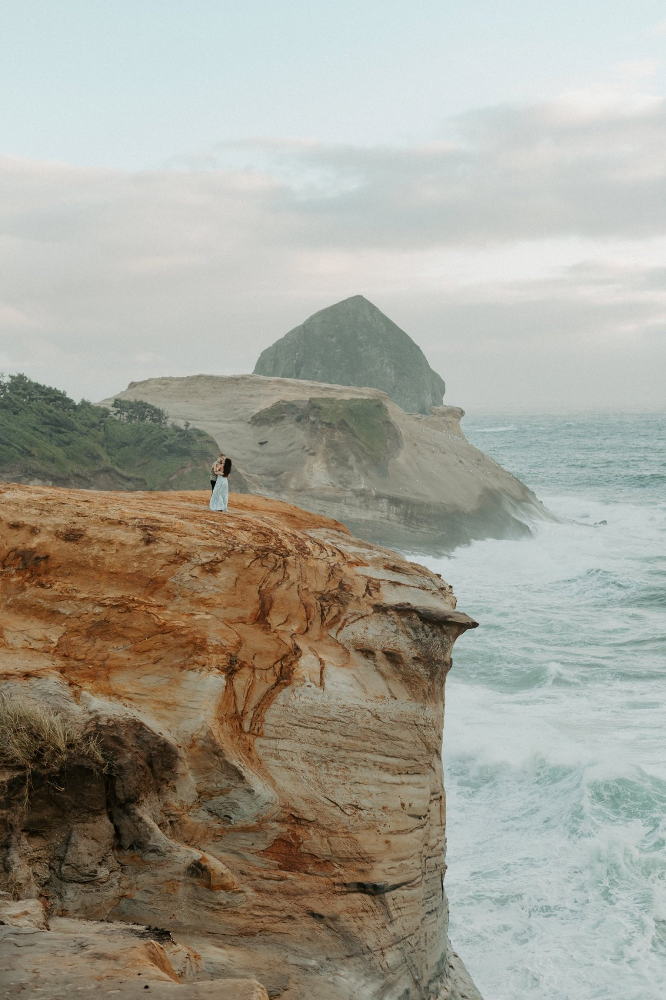 Cape Kiwanda Engagement Session Best Location In Oregon For Engagement Photos Portland Wedding Photographer Anais Possamai Photography 001