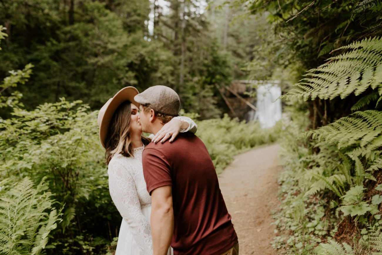 Silver Falls State Park Engagement Session North Falls Engagement Photos Portland Wedding Photographer Oregon Elopement Photographer Anais Possamai Photography 012